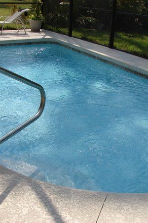 swimming-pool-317449_640