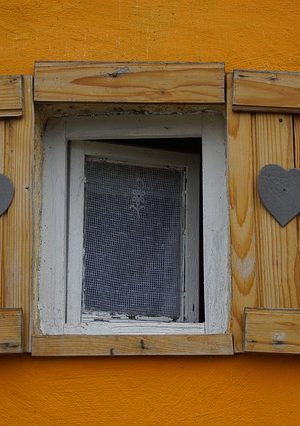 window-4904499_640