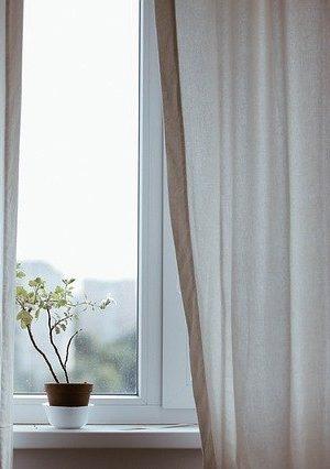 curtains-1854110_640
