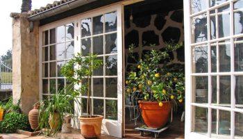 window-home-porch-balcony-cottage-backyard-613618-pxhere.com (1)