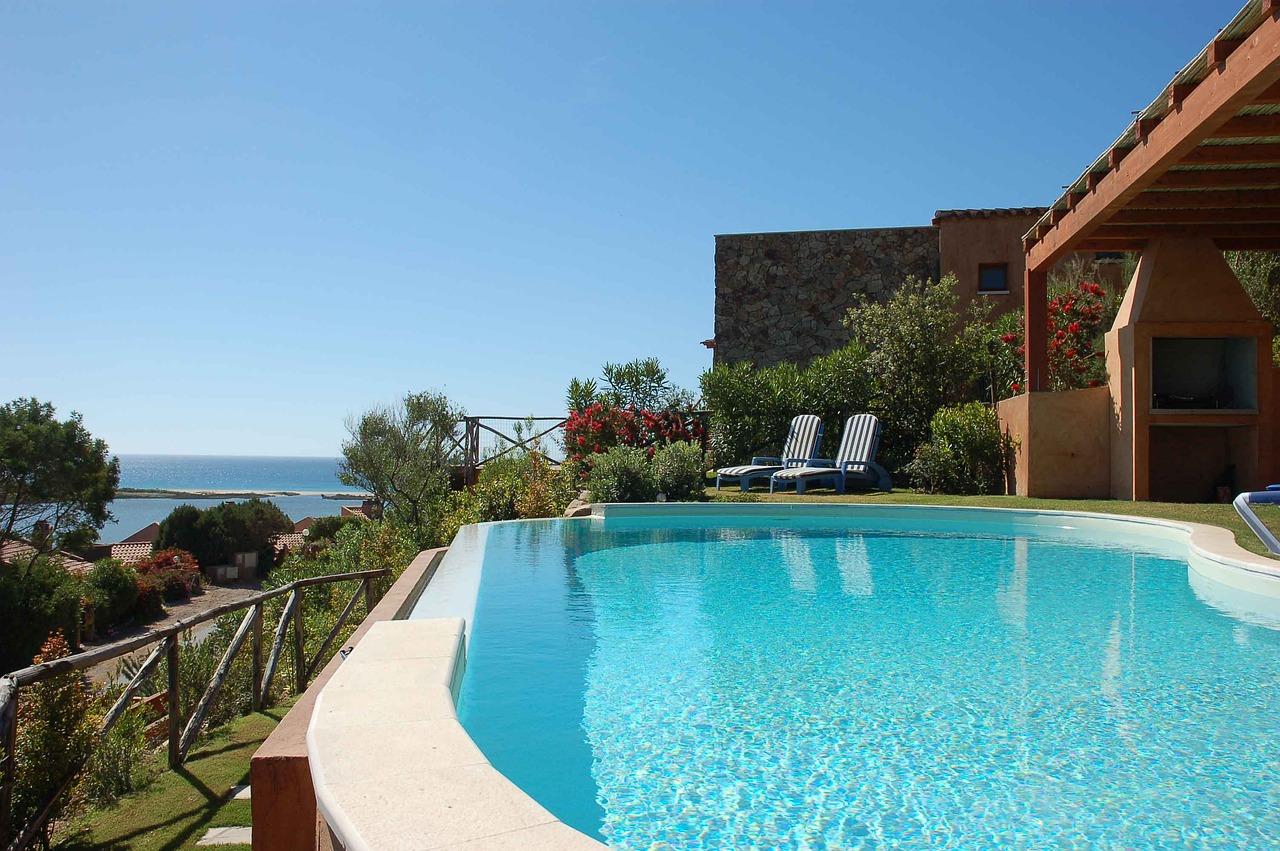 swimming-pool-2386261_1280